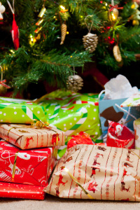 presents_under_the_christmas_tree